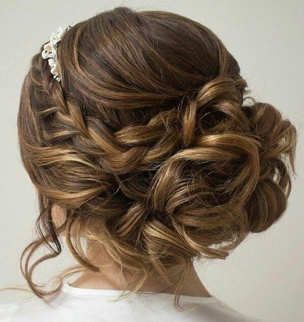 Si ya estás preparando la boda y todavía no has decidido tu peinado, no te pierdas esta selección tan romántica.