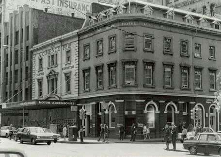 The Post Office Hotel at the corner of Little Bourke and Elizabeth Streets,Melbourne,Victoria (year unknown). 🌹