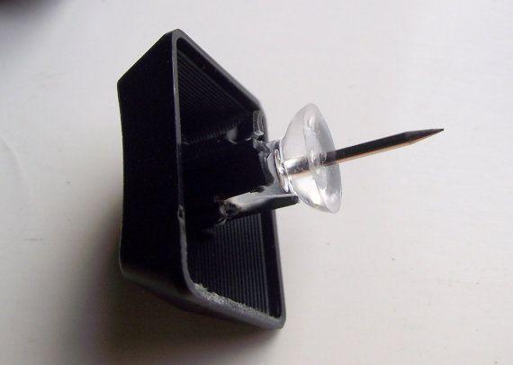 UpCycled Keyboard Keys into Push Pins di CreationsByDeAnn su Etsy