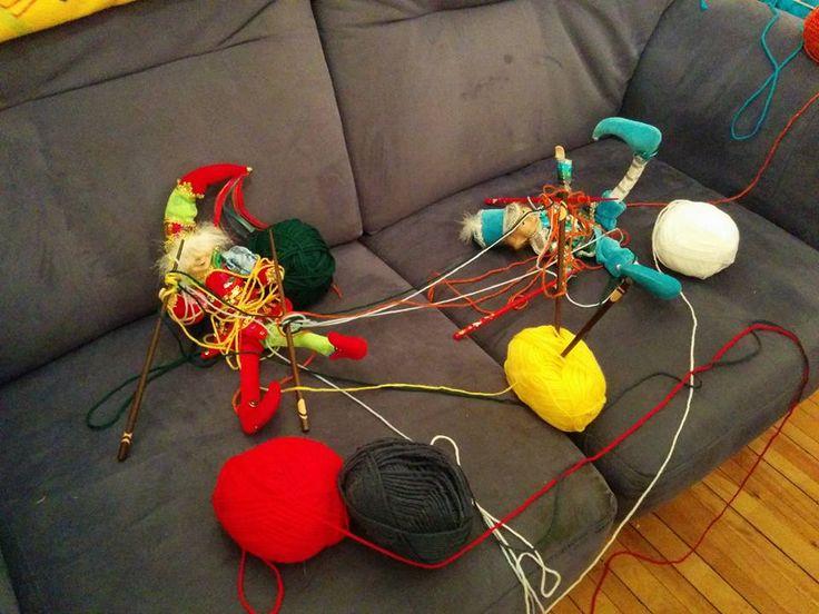 essaient de tricoter