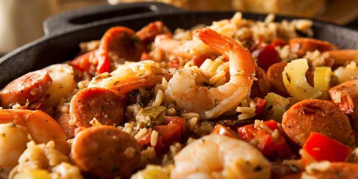 Jambalaya er en herlig spicy og spennende rett som byr på en råvaremiks av de sjeldne! Prøv oppskrift på jambalaya med fisk og kjøtt i skjønn forening.