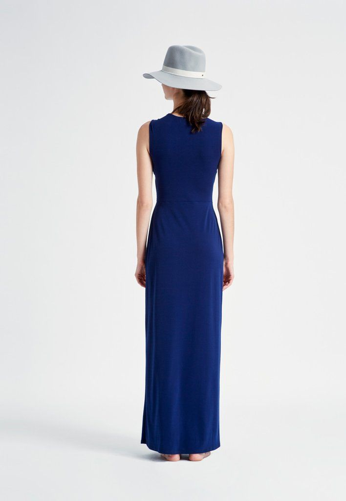 Leota offers the perfect day-to-night dresses, maternity dresses, separates, and full figure dresses.