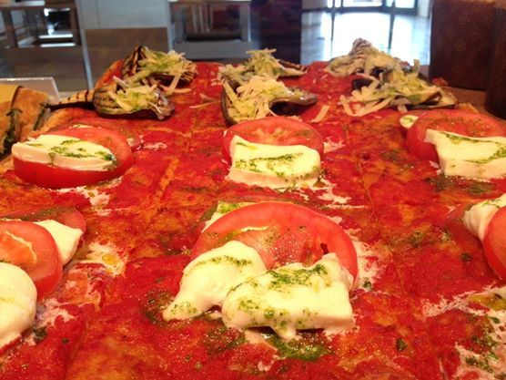 #pizza #grano spezzato #mozzarela #pomodoro #melanzane