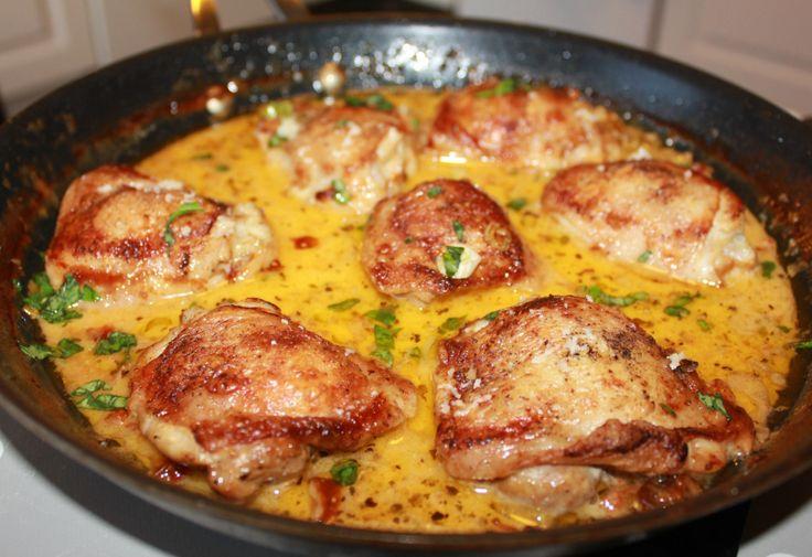 I dag har min bedre halvdel bursdag og da måtte han jo få noe god mat :) Denne kylling gryten er fantastisk deilig, masse smak og en kremete konsistens. Her servert med kokte,hele, stekte poteter. ...