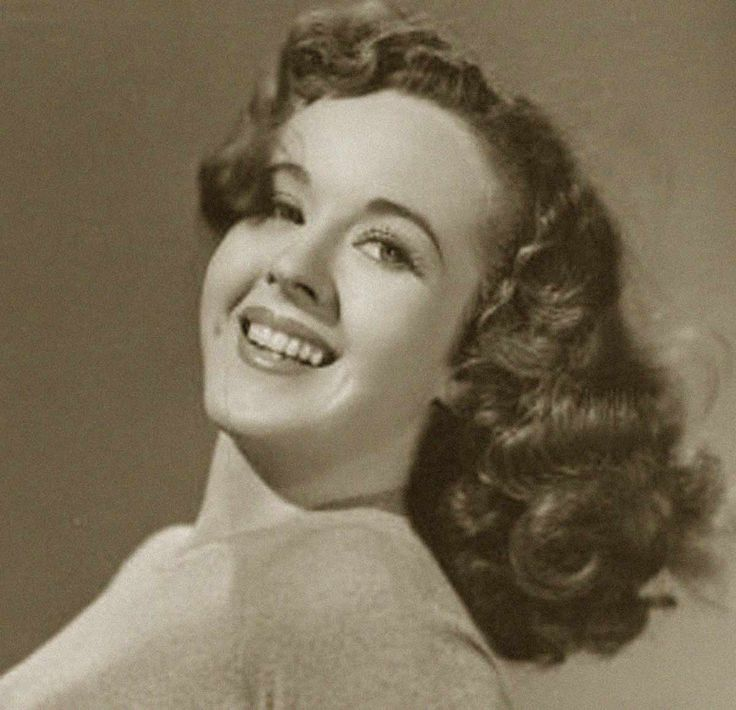 Peggy Moran 1940s Hairstyle I Can See Myself Rocking This Style When My Hair Gets Longer