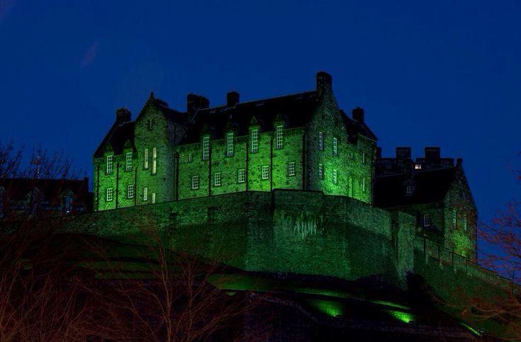 """@irlscotland: Edinburgh Castle looks brilliant in green for #StPatricksDay """
