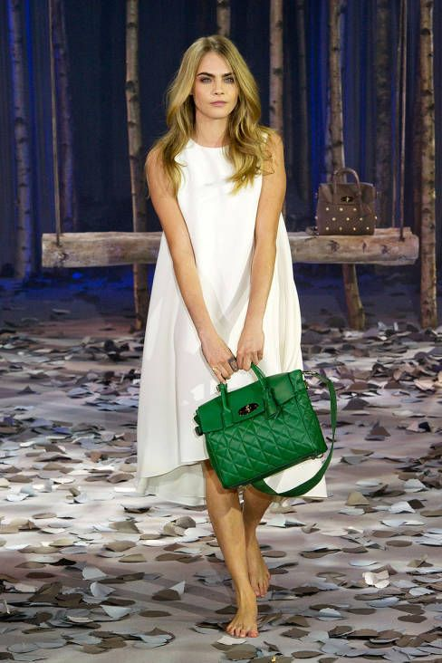 CARA BAG!! Cara proves here that white goes well with a deep forest green! Soooo pretty #carabag #TopshopPromQueen #mulberry