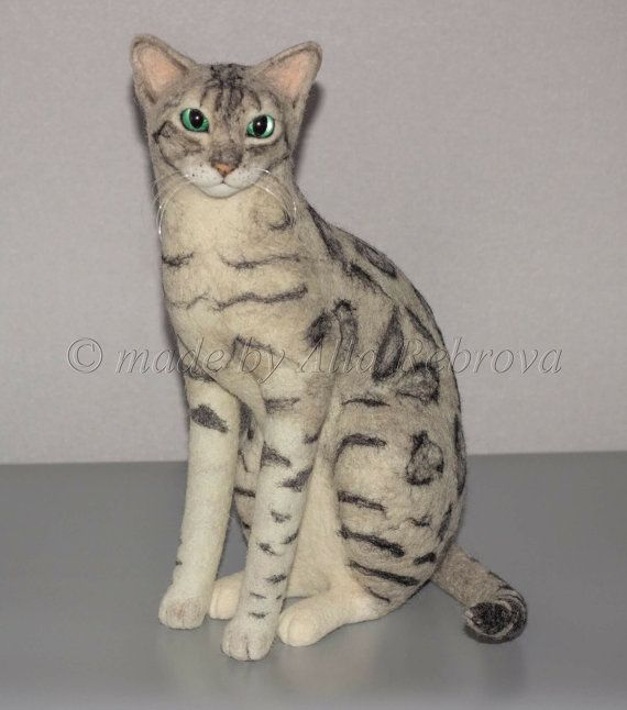 Personnalisé à l'aiguille en 100 % laine feutrée. Argent chat Bengal / réplique Sculpture mémoire Portrait animal peluche chat
