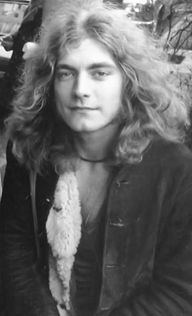 vintage everyday: One of the Greatest Singers in the History of Rock and Roll – Stunning Vintage Photos of Robert Plant in the 1970s