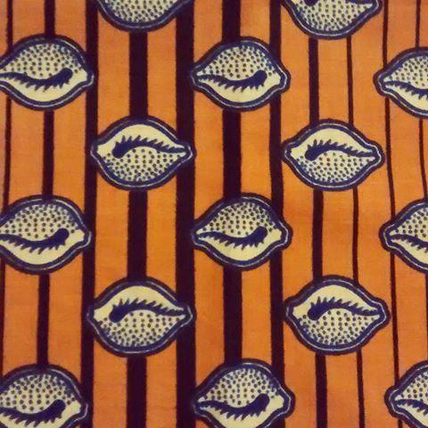 Más telas africanas para tus camisetas con bolsillo!! Encarga la tuya en facebook/aratina.presumida  #africanfabric #africa #telaafricana #telasestampadas #camisetaconbolsillo #pockettshirt #moda #fashion #ibiza #ibiza2016