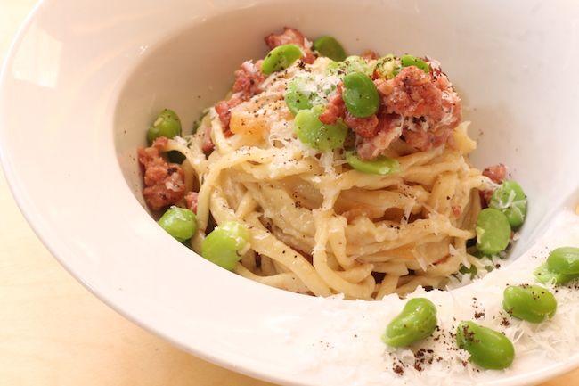 Spaghettoni acqua e farina, salsiccia, fave e pecorino | Food Loft - Il sito web ufficiale di Simone Rugiati