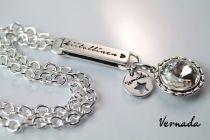 Vernada Design -kaulaketju, pitkä, pyöreä kristalliriipus, KIITOLLINEN, BLING #Vernada #jewelry #koru #jewellery #style #muoti #koru #monitoimikoru #voimakoru #voimasana #käsikoru #käsiketju #kaulakoru #suomestakäsin #käsityökortteli #finnishdesign #finnishfashion