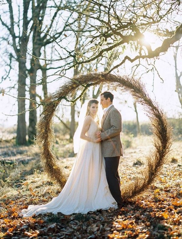 Rustic circular wedding backdrop / http://www.deerpearlflowers.com/country-rustic-wedding-ideas-and-themes/