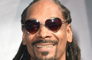 """Los Angele: Snoop Dogg has a bizarre wish. The rapper wants to be a butterfly in his next life. The 44-year-old has admitted he wants to return as the flying insect in his second life so he can spy on people and witness debates over his assets, although he doesn't want to have a will, reports femalefirst.co.uk. """"Hopefully, I'm a...  Read More"""