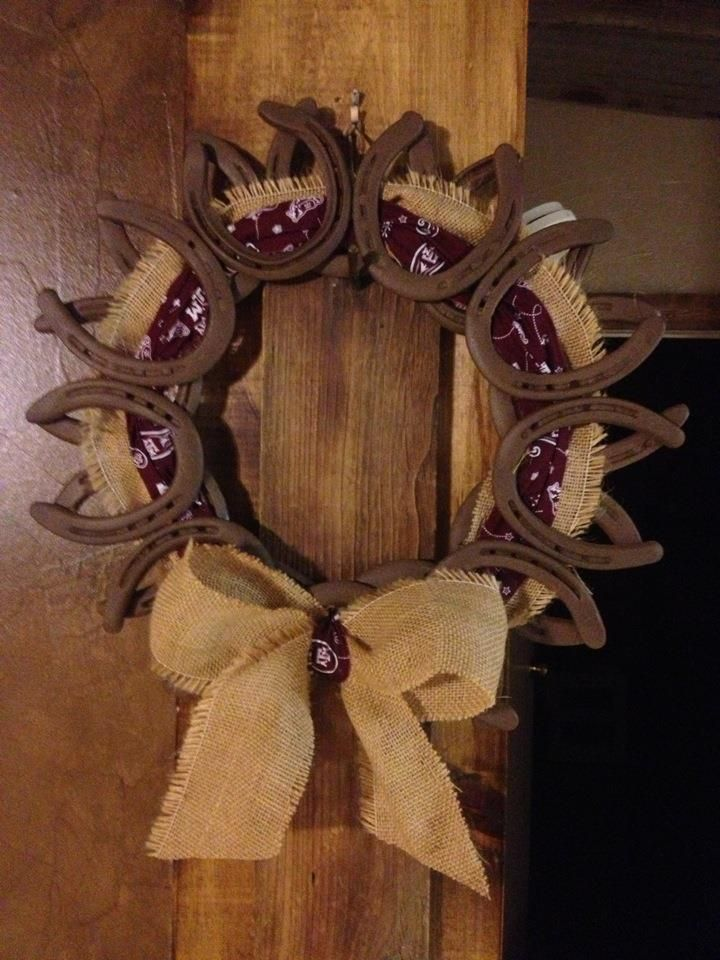 Rustic aggie horse shoe wreath decorating ideas pinterest for How to decorate horseshoes