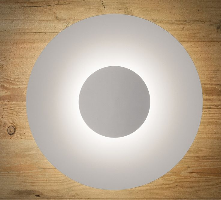 Flexible and bright light with high efficiency, this is Thor – a lamp family by Studio Italia Design that is usable as a wall or ceiling lamp. The front of Thor is blind and therefore not transparent. The hand-blown glass cylinder is white satin and works as a diffusor. The light is emitted 360°.