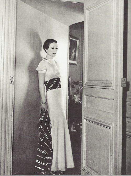 Cecil Beaton- Wallis Simpson en robe d'organdi, au château de Candé (France), 1937