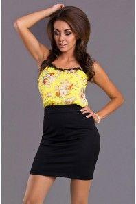 Smart kjole i lækker kvalitet og flotte detaljer, findes i flere størresler http://beautyanddresses.dk/korte-kjoler/emamoda-model-dina-yellow.html