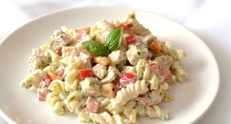 Pestós-görögjoghurtos csirkemell saláta #chicken #pastasalad