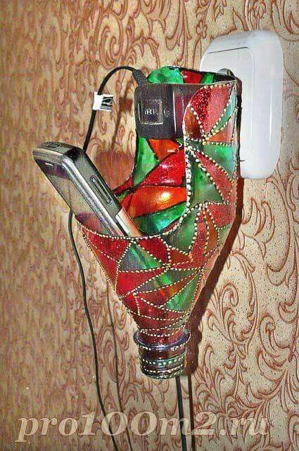 Classique porte téléphone en bouteille mais décoré, c'est quand même plus classe