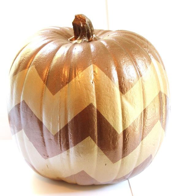 DIY Metallic Spray Painted Chevron Pumpkin #diy #fall #pumpkin #chevron