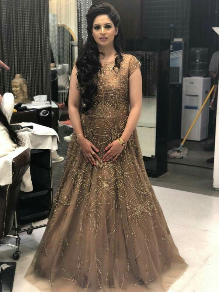 17 Populer Hairstyle On Gown For Indian Wedding Hairstyles For Gowns Lehenga Hairstyles Bridal Hairstyle Indian Wedding