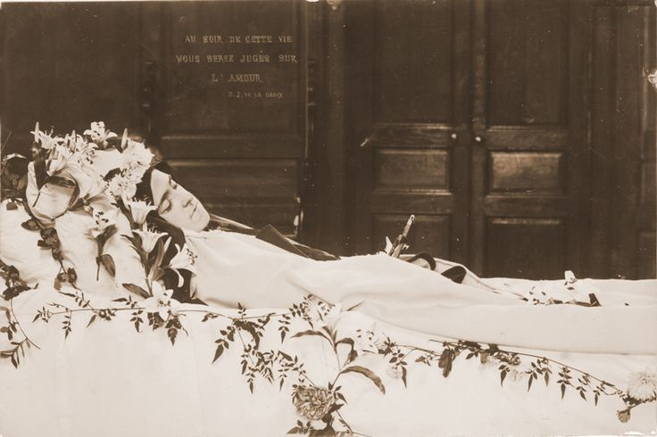 sainte-Therese-de-Lisieux, photo taken by her sister Celine .