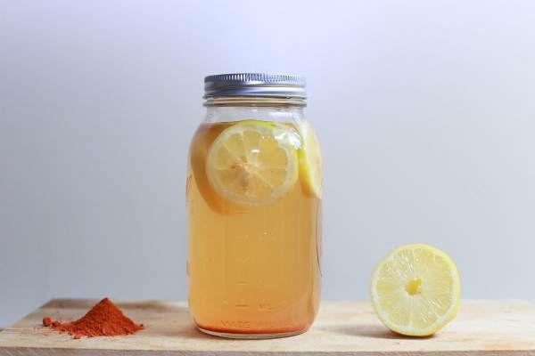 Un bun obicei poate fi sa va incepeti fiecare dimineață cu o bautura din apă, suc de lămâie și piper cayenne. E un fel de limonada detoxifianta, dar făr