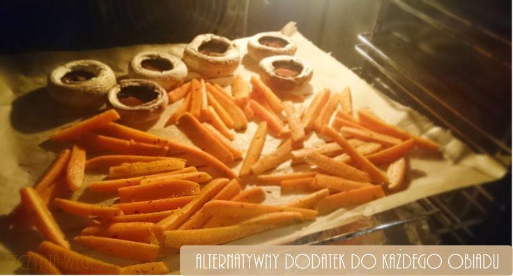 Lubicie marchewkę? Ja uwielbiaaam. :) Pewnie pojawia się na Waszych talerzach w formie surówek, tradycyjnej marchewki na gęsto, a ja chciałabym Was przekonać do marchewki z piekarnika, w formie... marchewkowych frytek. Takie frytki świetnie będą pasowałynp. do burgerów, burgerów ze szpinakiem,kotletów ziemniaczanych, czy innych dań z piekarnika, np. faszerowanej cukinii. Jest to z pewnością zdrowsza…