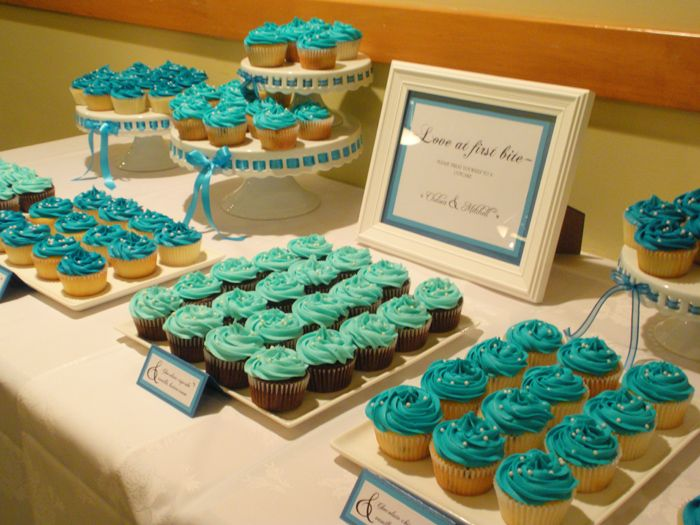 turquoise cupcake table