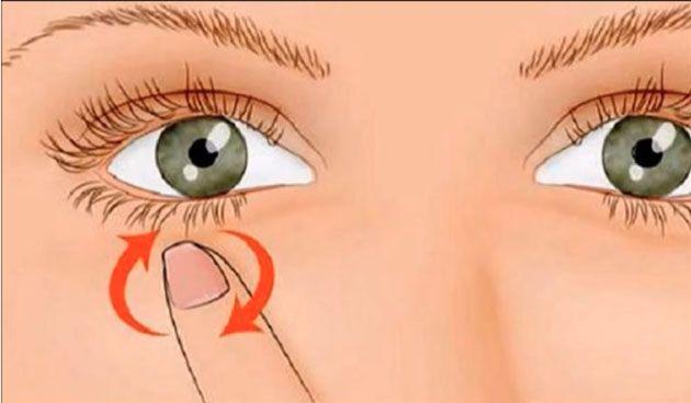"""Cuando sientes que tu ojo te """"brinca"""" o te salta, es lo que se conoce como Espasmos Musculares, es un movimiento involuntario de los músculos, en este caso, de los que se encargan de la movilidad del ojo. Posiblemente te ha pasado y has pensado que tienen que ver con un simple tic, cansancio, el"""