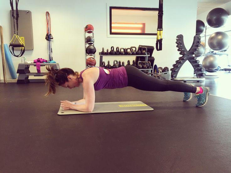"""4 tuffa """"träna hemma-övningar"""" för en stark och platt mage"""