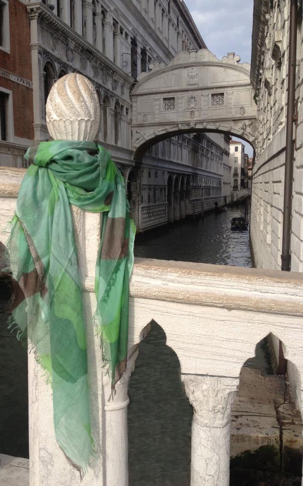 Pashmina guerrilla @ Ponte dei sospiri (Bridge of Sighs) Venezia