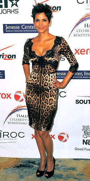 Hale Berry. Cheetah dress.Hall Style, Hall Berries, Fashion Style, Gorgeous Hall, Halle Berry, Dolce Gabbana Animal Prints, Berries Wear, Prints Fashion, Leopards Dresses