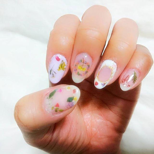春っぽくしてみた♡  #nail #nailart #gelnail #selfnail #春ネイル #springnail #セルフネイル #ジェルネイル #spring #花 #flower #押し花 #clear #beauty #cute #instapic #instagood #art