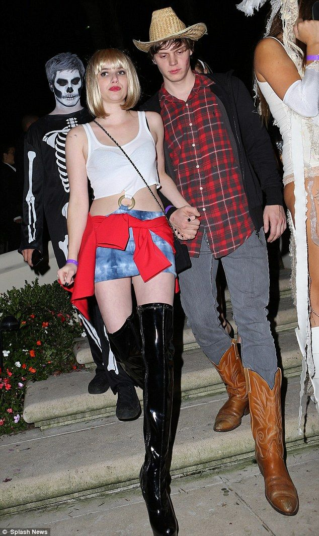 Emma Roberts dressed up as the Pretty Women hooker made famous by her aunt Julia Roberts.
