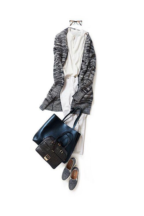 kk-closet   2015-09-17 ヘンリーT+ロングカーデのメンズっぽさがかわいい 今日はメンズっぽいスタイルが着たくて、ヘンリーのTシャツを選びました。 ホワイトデニムとメガネでカジュアルに。 いつものストールの代わりは、膝下まで長さのあるロングカーディガン。こんなカジュアルなスタイルも、光沢のあるトートとグリッターのスリッポンを合わせれば気分も上がります。
