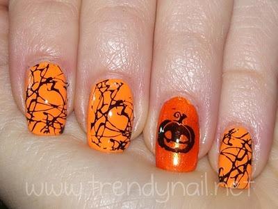 Jack O'Lantern è il simbolo di Halloween, la zucca intagliata nella quale si mette una candela che proietta all'esterno la sua lugubre faccia!