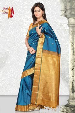 Make your visit to the temple purer with this pure #Kanchipuram #silk #saree. @Sari Dhoti.com