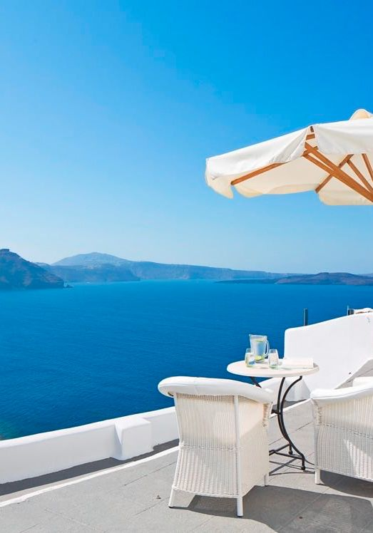 Privacy and uninterrupted views make a breakfast experience out of this world!