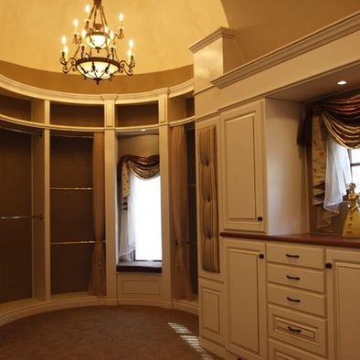 Curved Walk In Closet With Vanity