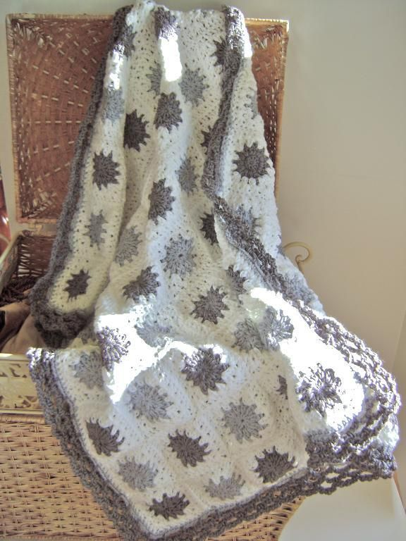 Crocheting: Grey Granny Blanket
