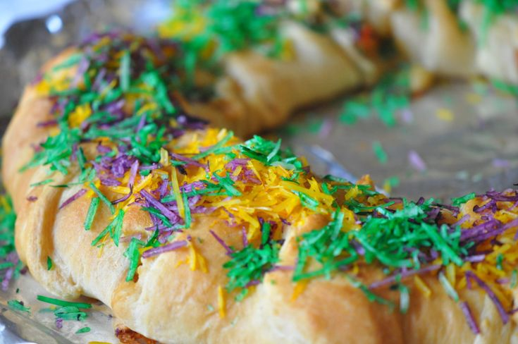 crawfish king cake recipe for crescent roll king cake with stuffed crawfish tastes like stuffed crawfish bread