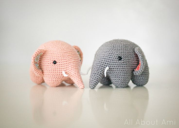 Free crochet pattern for these adorable round elephants!  The clever construction is brilliant!