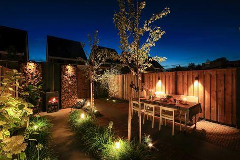 Het hele jaar door en vooral ook 's avonds van je sfeervolle tuin genieten, wie wil dat nou niet? Onze tuin is zo mooi geworden mede dankzij detuinverlichtingvanin-lite die wij aangelegd hebben. In deze blog geef ik je een kijkje in onze tuin by night. Sfeervolle tuinverlichting: tuinontwerp bepalen Voordat je tuinverlichtingaan kunt brengen heb je natuurlijk eerst een tuinontwerp nodig wat helemaal bij je stijl past. Mijn vriend en ik keken elk weekend naar Eigen Huis & Tuin in de hoop…