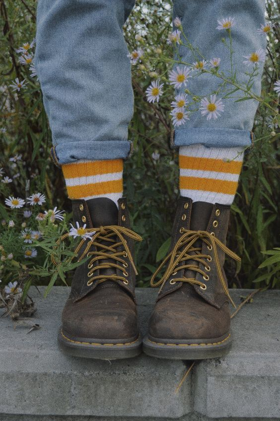 eb8827a43b982e jeans, socks, and shoes are a must except yellow sneaks could work ...
