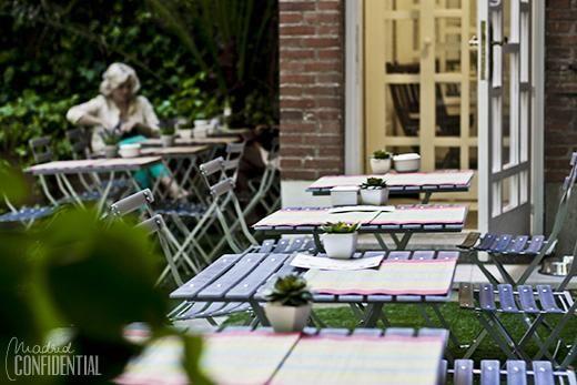 Las mesas de Dónde Mónica: un café-jardín secreto por el Barrio de Salamanca