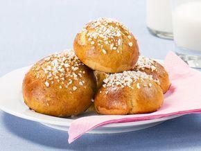 Gluteeniton leivonta voi tuntua vaikealta, ja erityisesti pullan leipominen koetaan hankalaksi. Taikina ei kohoa ja se tarttuu käsiin… Ei hätää! Oikeilla aineksilla herkullinen pulla syntyy helposti.