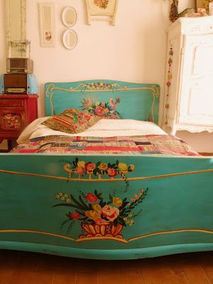 love the bright, floral detailed painted head/foot board on this bed!
