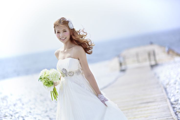 これからの季節は海もキラキラとキレイに輝く季節になるので海でのロケーション撮影もおすすめです☺︎ロケーションフォト#前撮り#フォトウェディングのご予約受付中です☺︎ 人気の#和装前撮りもご予約可能* * #マーブルビーチ #日本中のプレ花嫁さんと繋がりたい#結婚式カメラ